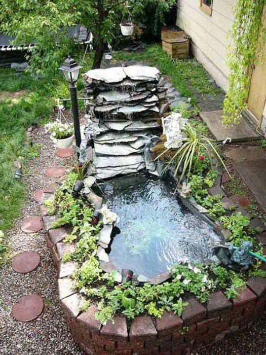 Приятно езерце в градината.
