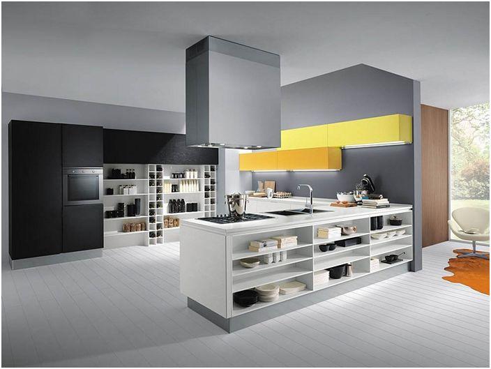 Модерната кухня е декорирана в стил Арт Нуво в сиви тонове с жълти акценти.