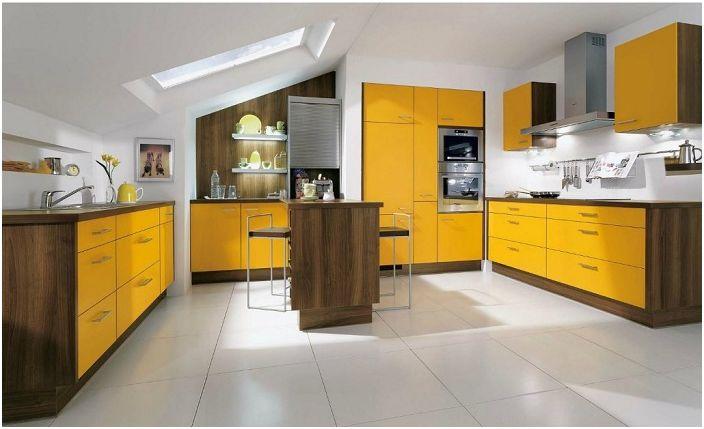 Светла кухня, която ще се впише в интериора на модерен дом.