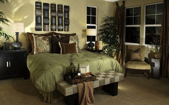 Тревисто зелено и земно кафяво в интериора на спалнята
