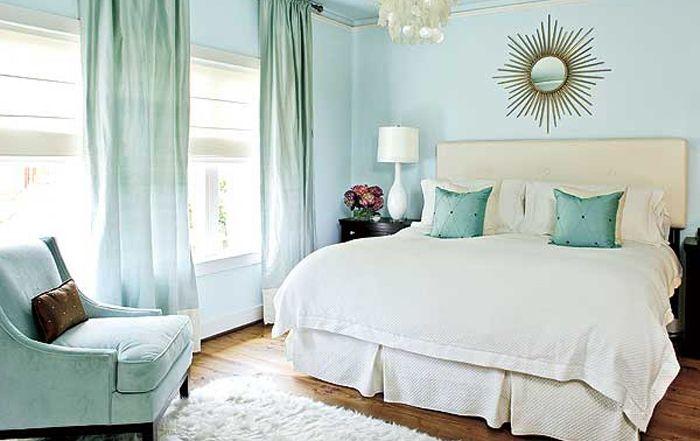 Blå og krem på soverommet
