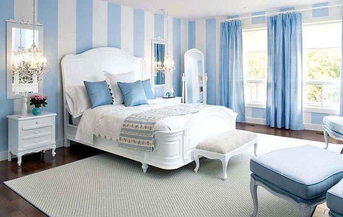 Blått og hvitt på innsiden av soverommet