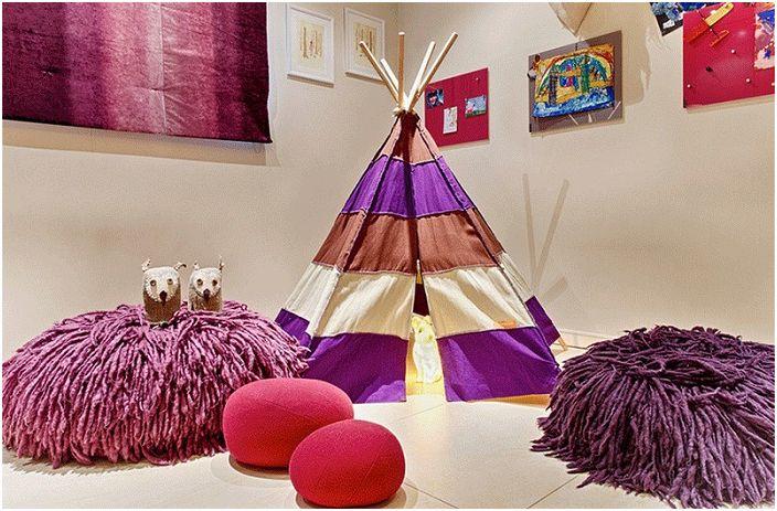 Детската стая се допълва от ярки декоративни елементи. Допълва цялостното обзавеждане на стаята wigwam.
