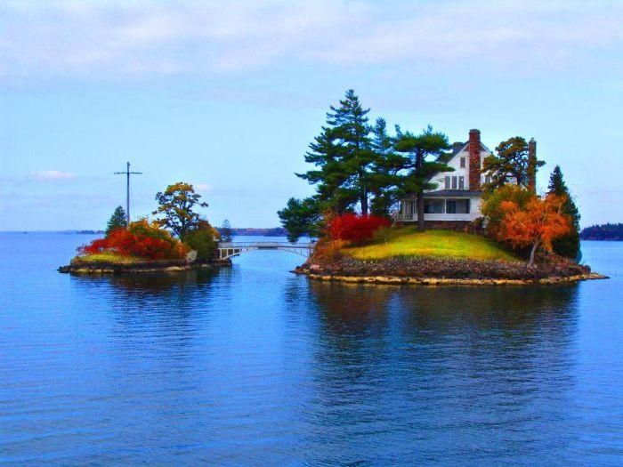 Прекрасный особняк на одном из самых маленьких островов Канады.
