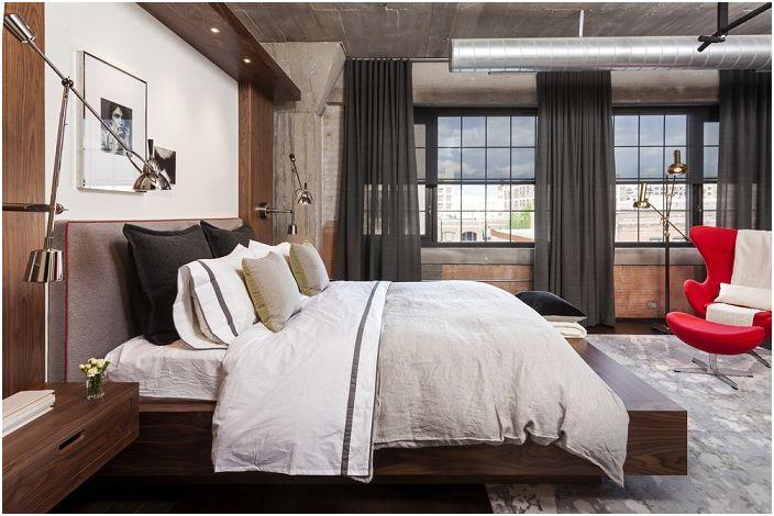 Интересен интериор за спалня в индустриален стил, комбинация от класика с дърво.