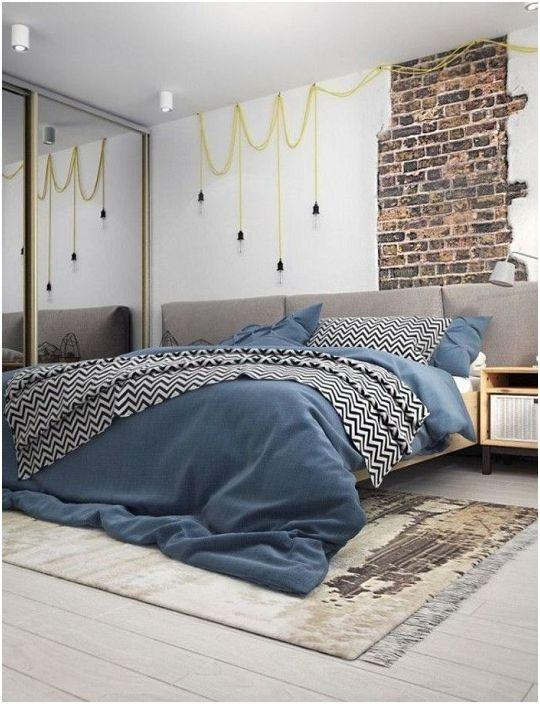 Комбинираната декорация на стени подчертава характеристиките на индустриалния дизайн и оставя ярко впечатление от нея.