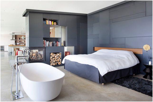 Черно-белите цветове в дизайна на спалнята подчертават комбинацията от класика с модерен индустриален стил.