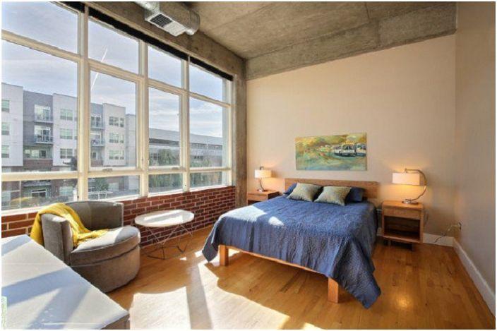 Индустриалният интериорен дизайн на спалня е добро решение за промяна на декора в къщата.