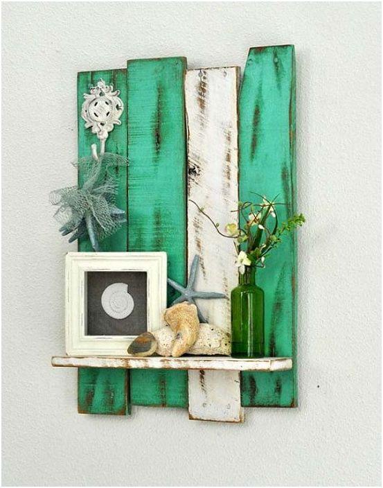 Прекрасен рафт за малки предмети, ще украси всяка стая.