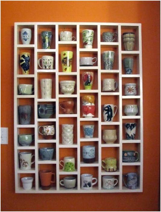 Интересният дизайн на рафтовете за чаши не само ще спести място в къщата, но и ще я украси.