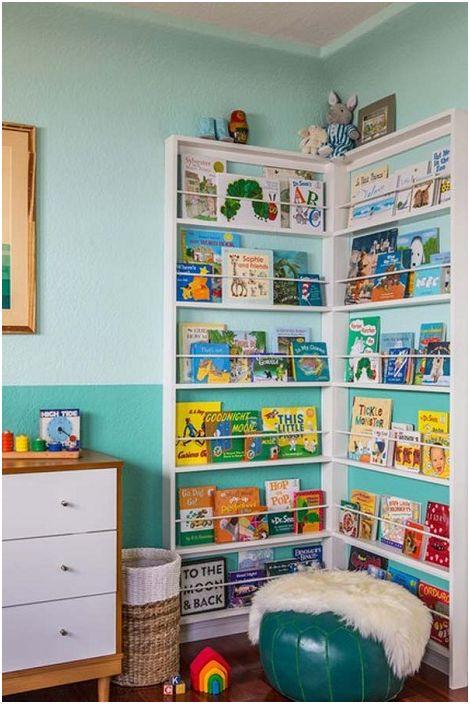 Интересен ъглов рафт за книги, който е предназначен за съхраняване на детски книги, ще се впише перфектно в детската стая.