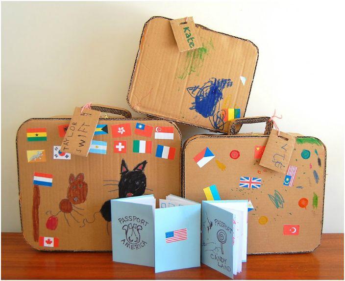 Набор путешественника из картонных коробок.