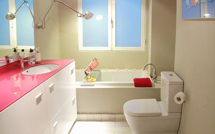 Isolina Mallon sisustussuunnittelijan vaaleanpunaiset huonekalut