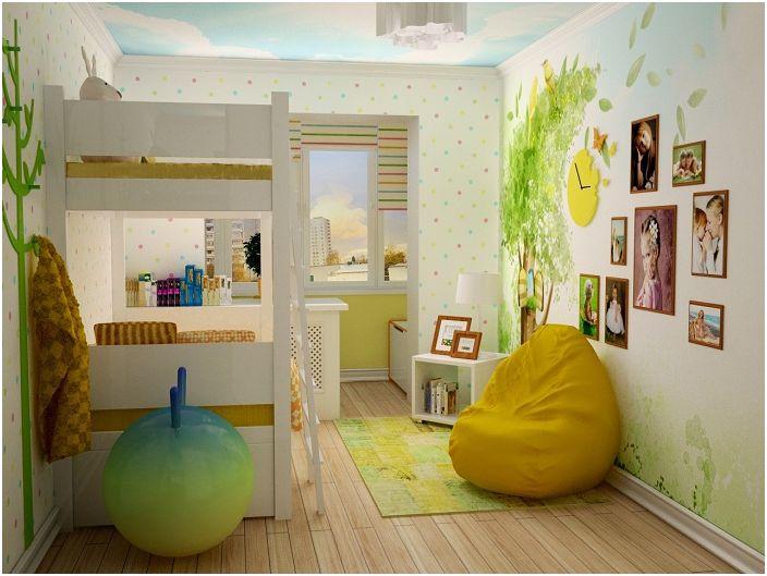 В разширената детска стая, благодарение на комбинацията с лоджията, има повече място за игри.