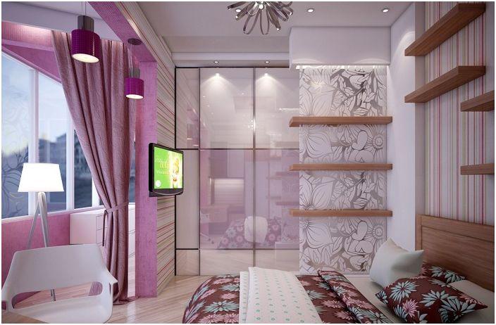 Хубава стая в люлякови тонове получи няколко квадратни метра благодарение на лоджията.