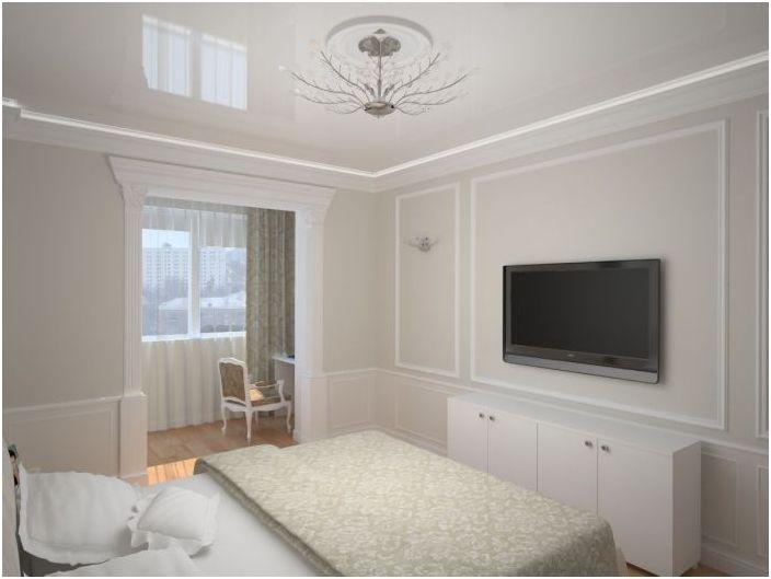 Красива спалня в светли цветове се комбинира с лоджия.