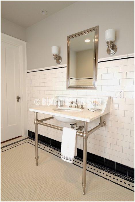 Приятна баня, която се подсилва от елегантността на черно-белите плочки.