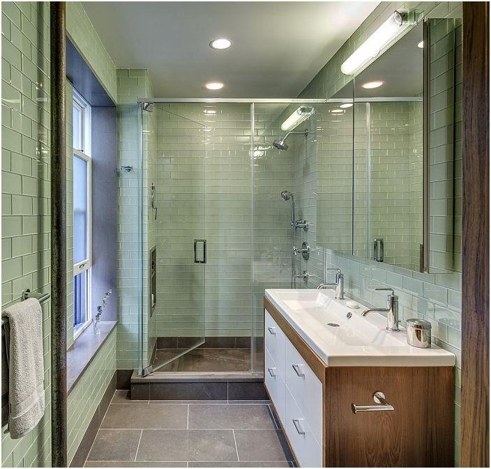 Красива баня с плочки в маслинови тонове.