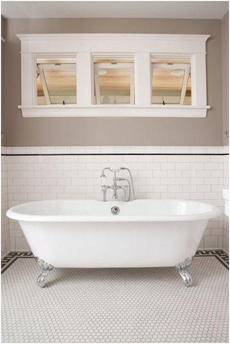 Красив дизайн на баня в бели цветове.