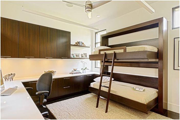 Домашен офис с двуетажно легло от Caden Design Group
