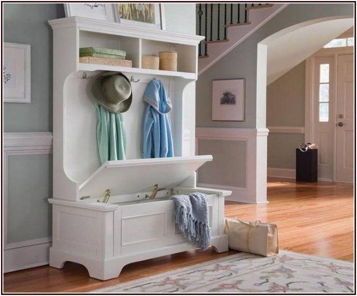 Комплект, който съдържа пет функционални предмета наведнъж - скрин, шкаф за съхранение, пейка и закачалка
