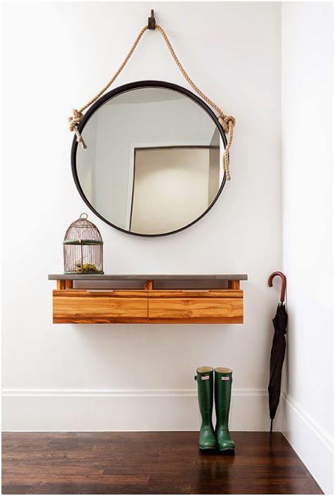 Голямо кръгло огледало ще създаде усещане за обем и допълнително пространство в стаята