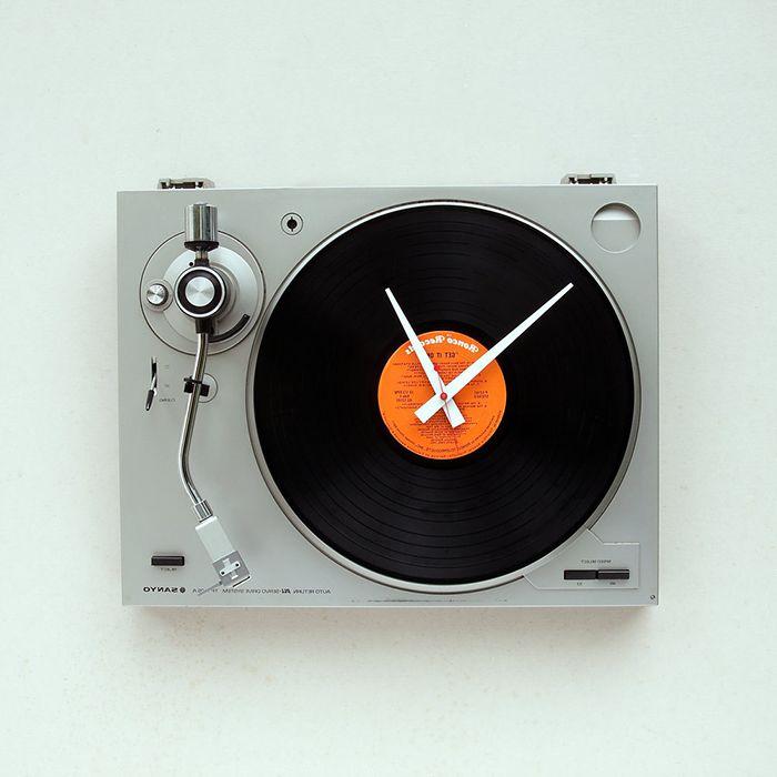 Zegar w formie odtwarzacza audio