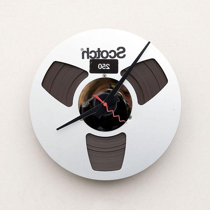 Zegar wykonany ze starej kasety magnetofonowej