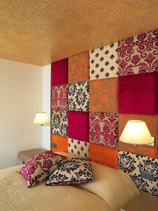 Идея номер 13: модерен декор за стена в спалнята от парчета плат