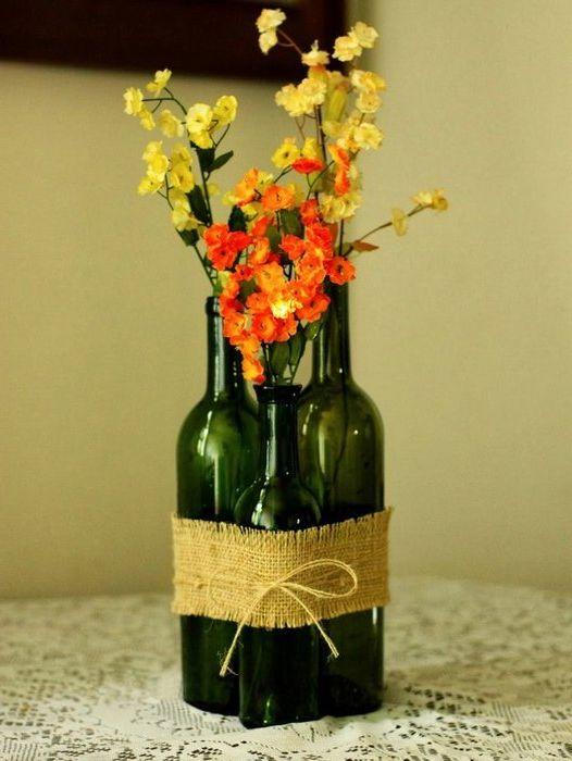 Идея номер 6: композиция от бутилки, допълнена с цветя
