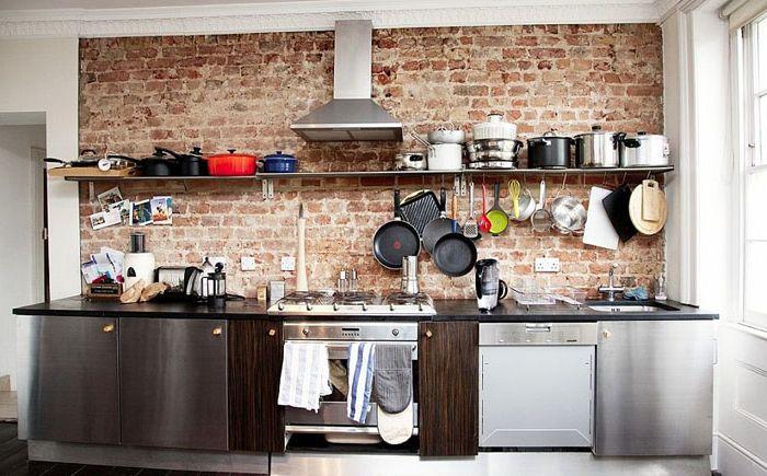 Интериор на малка кухня в индустриален стил