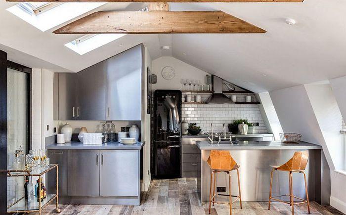Кухня в индустриален стил на тавана