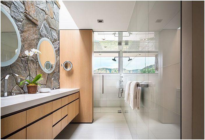 Интериор на банята от студио скоба