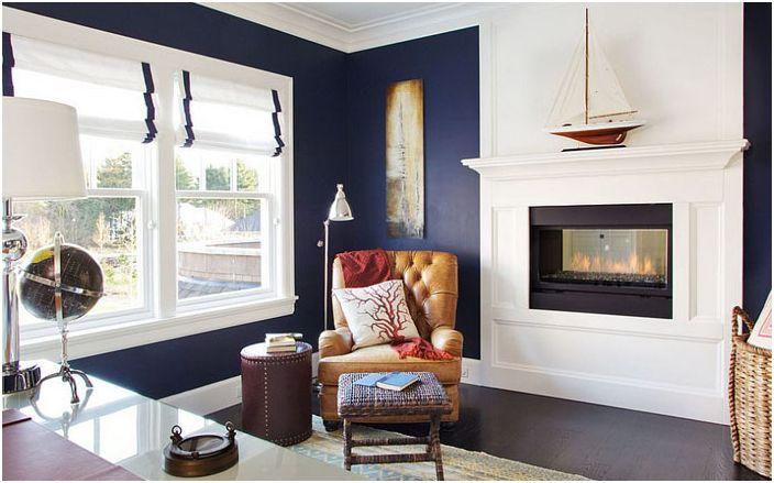 Biuro domowe w kolorze niebieskim i białym autorstwa Garrison Hullinger Interior Design