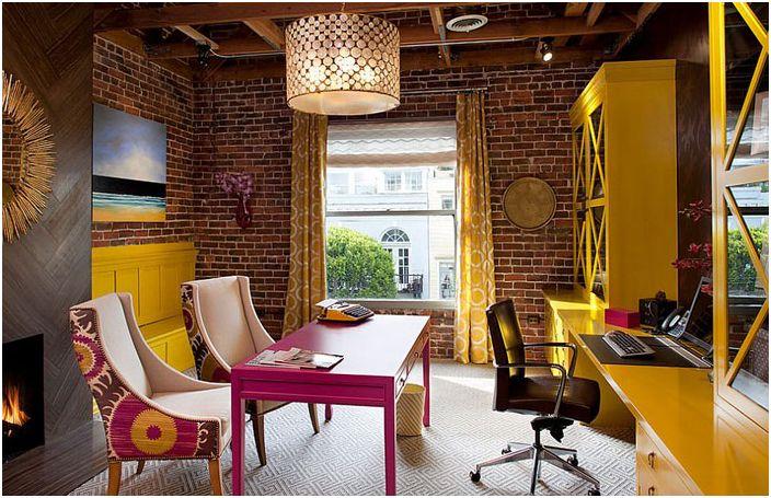 Jasne wnętrze biura domowego autorstwa Artistic Designs for Living