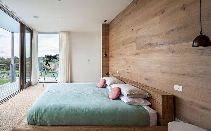 Дървена акцентна стена в спалнята