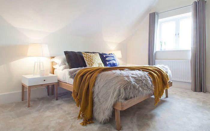 Скандинавска таванска спалня от вътрешна архитектура на мозайката