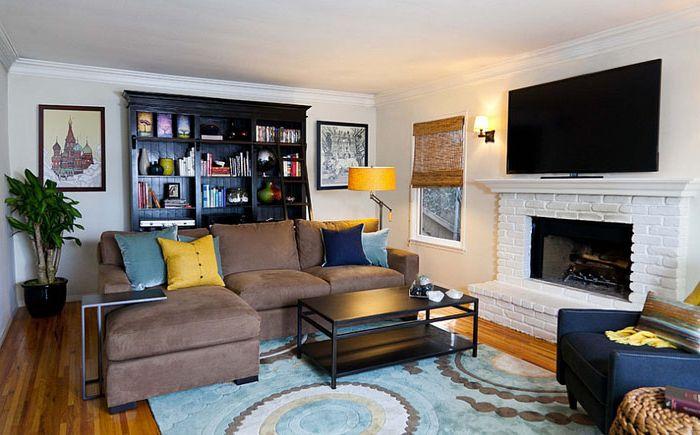 Moderni olohuone keltaisella ja sinisellä aksentilla