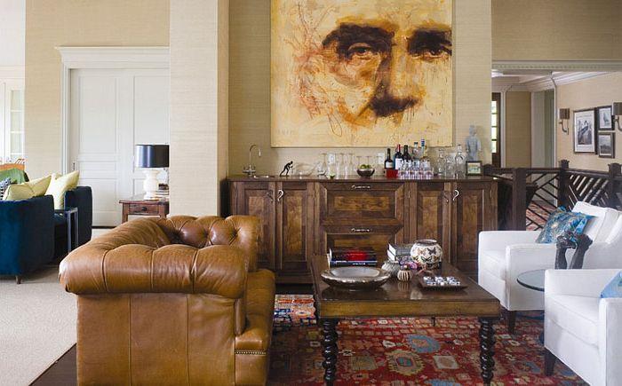 Класически диван Честърфийлд в хола за мъже