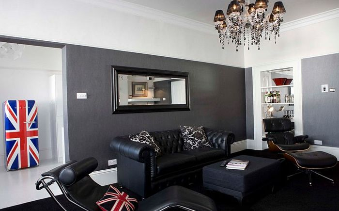 Кресла LC4 и Eames в хола за мъже
