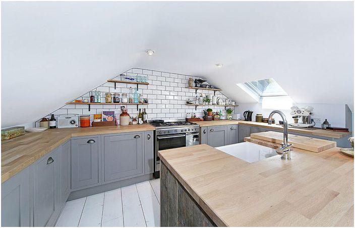 Кухня на тавана
