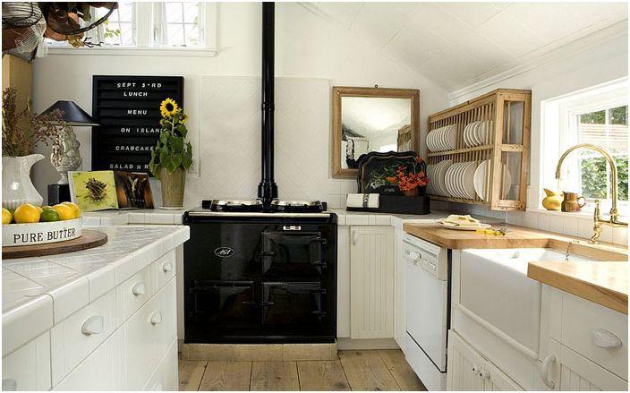 Кухня в скандинавски стил с черен котлон
