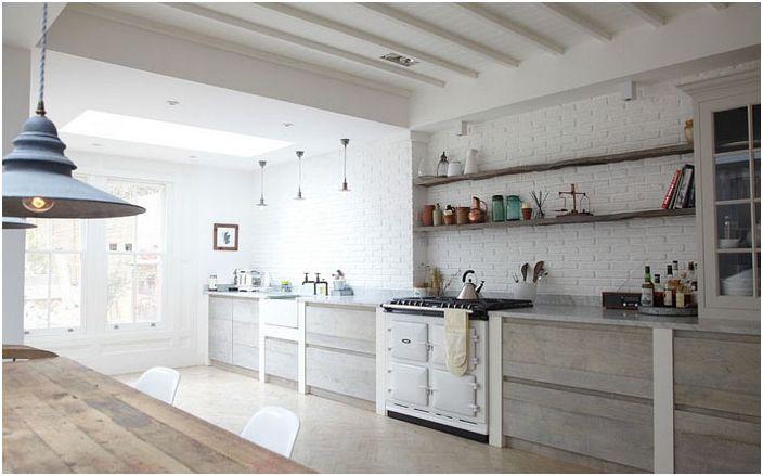 Кухня в скандинавски стил с селски щрихи