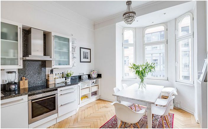 Кухня в скандинавски стил в бели тонове