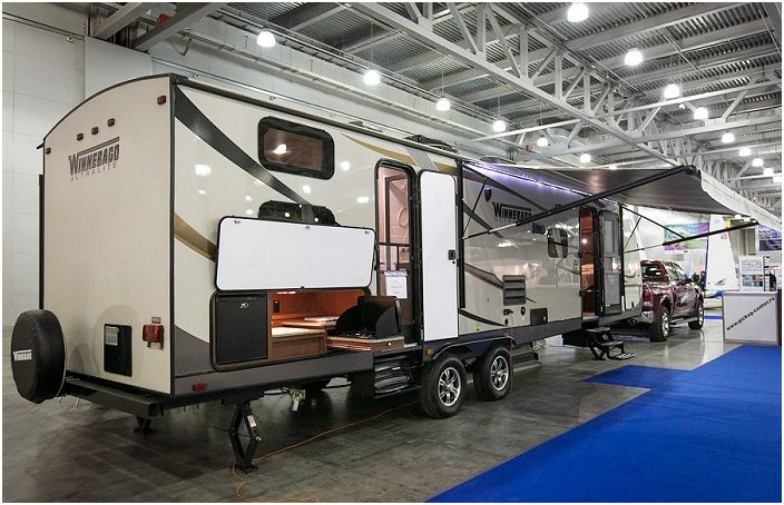 Winnebago Ultralite е ремарке за луксозни автомобили на стойност 85 000 долара.