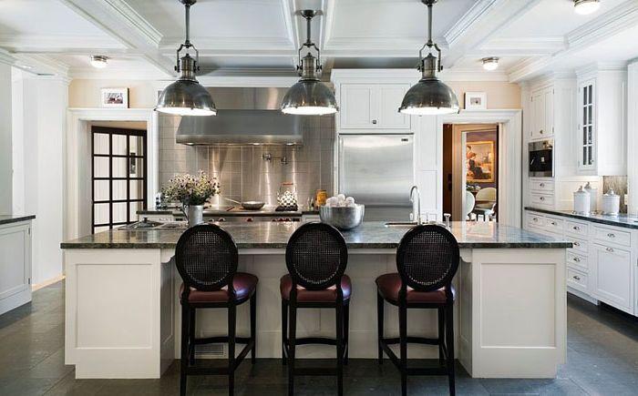 Оригинальные светильники в интерьере кухни от The Berman Building