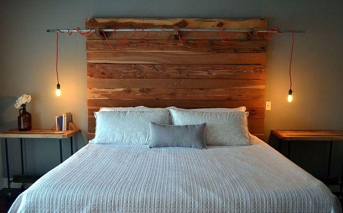 Спальня в рустикальном стиле с оригинальными светильниками от Erwin Renovation