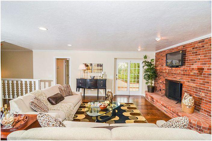 Интериор на хола от Pro Staged Homes