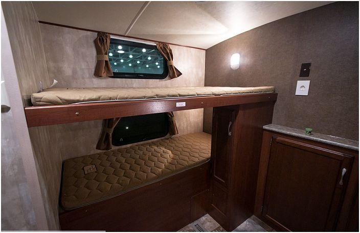 Winnebago Ultralite. Спальные места для гостей.