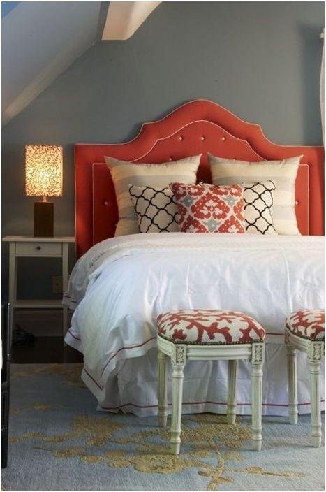 Piękne łóżko we wnętrzu